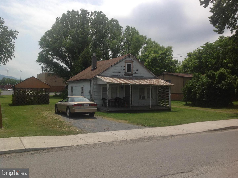 113  Jackson,  Moorefield, WV