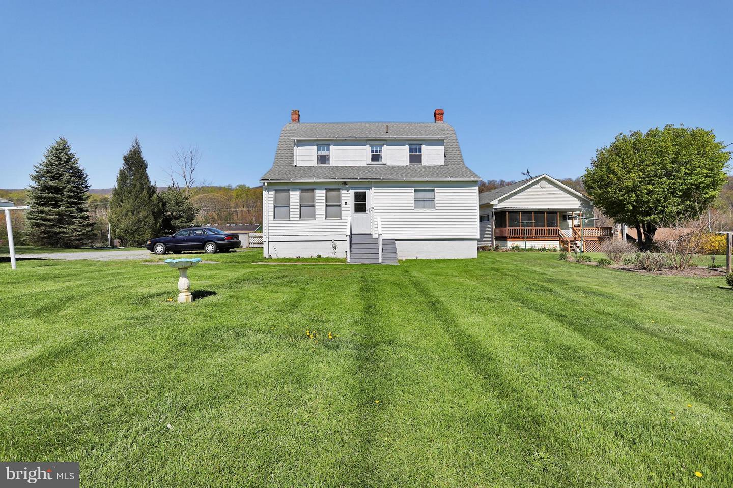 5593 Valley, Berkeley Springs, WV, 25411