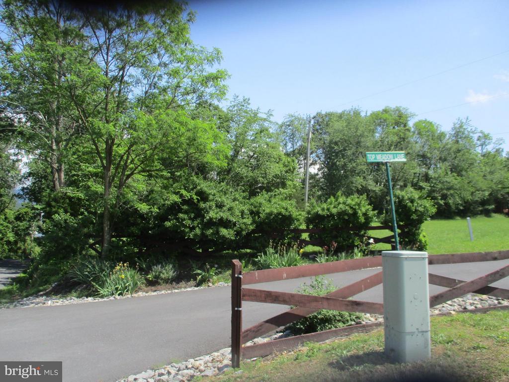 Top Meadow, Berkeley Springs, WV, 25411