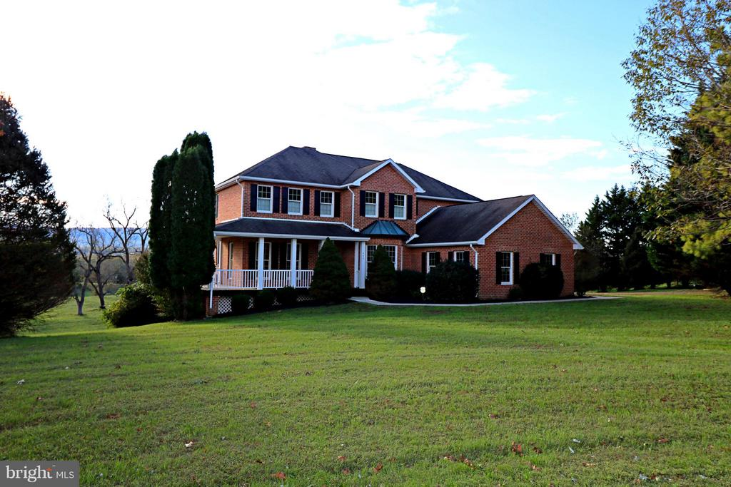 445  Runnymede,  Charles Town, WV