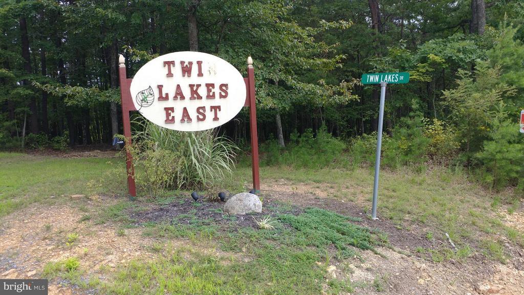 Twin Lakes Drive, Berkeley Springs, WV, 25411