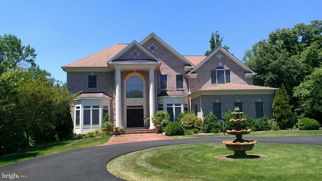 4200  Pineridge,  Annandale, VA