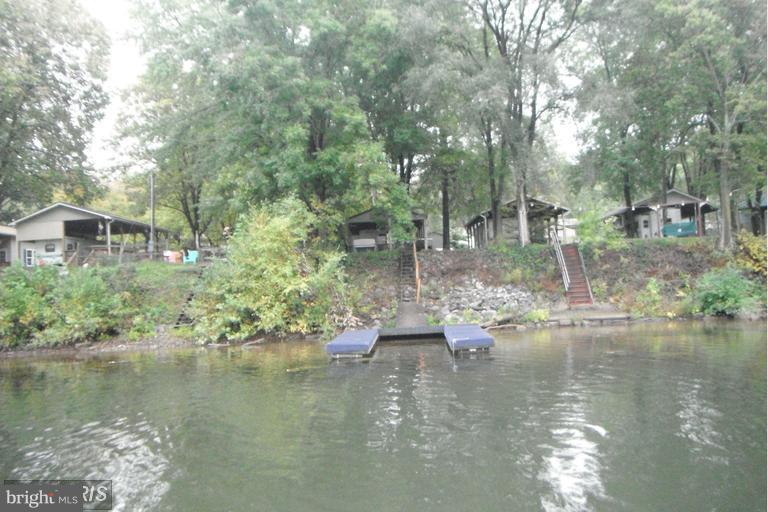 64  Park,  Falling Waters, WV