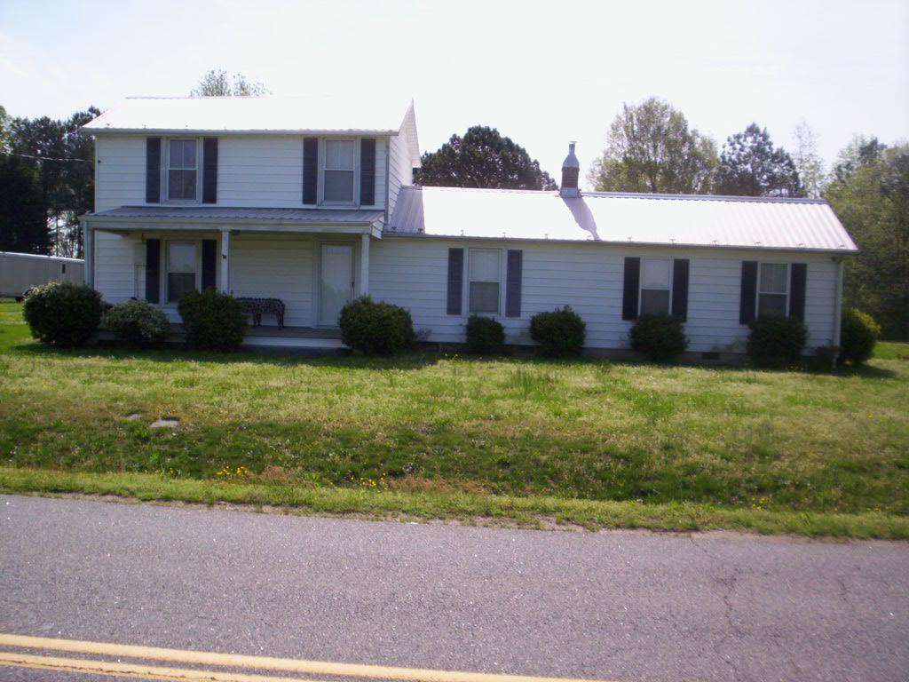 1662  Country Club Road,  La Crosse, VA