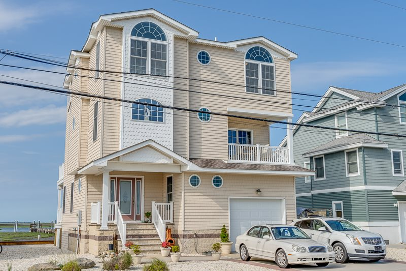 448  Avalon,  Avalon Manor, NJ