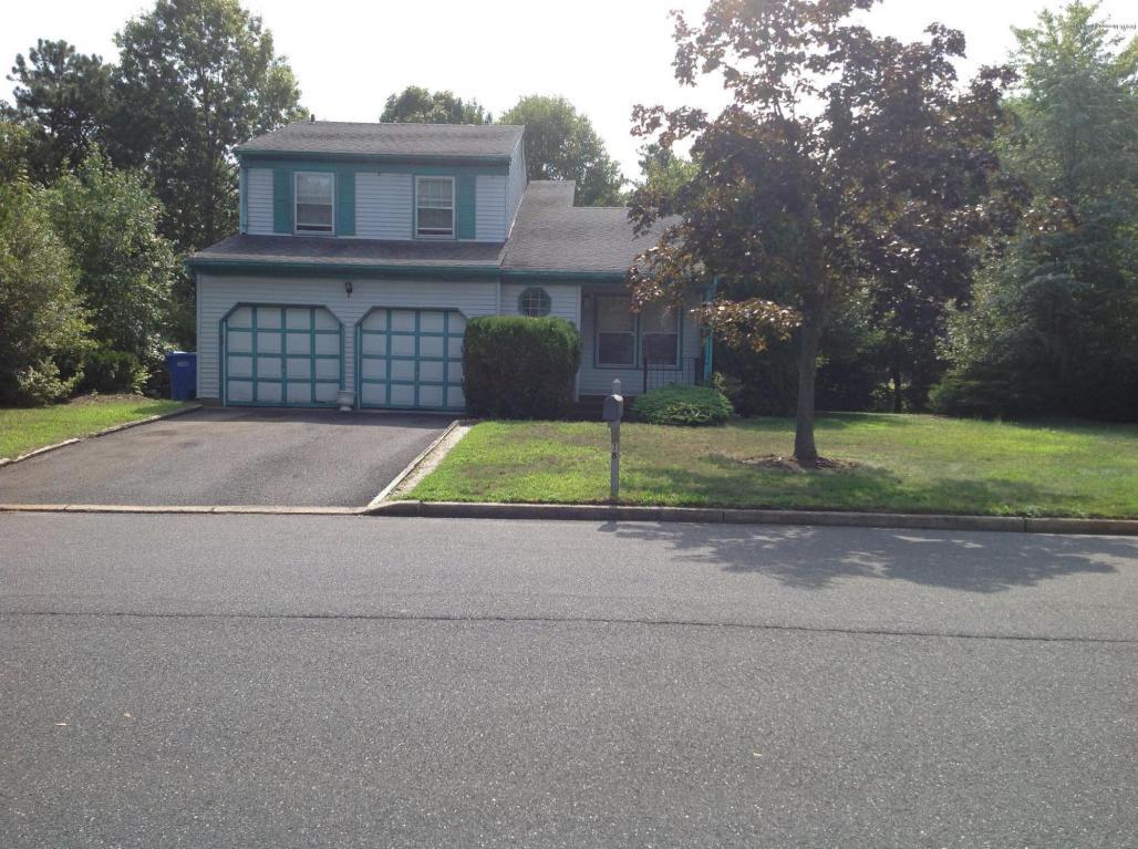 18  Roslyn Drive,  Tinton Falls, NJ