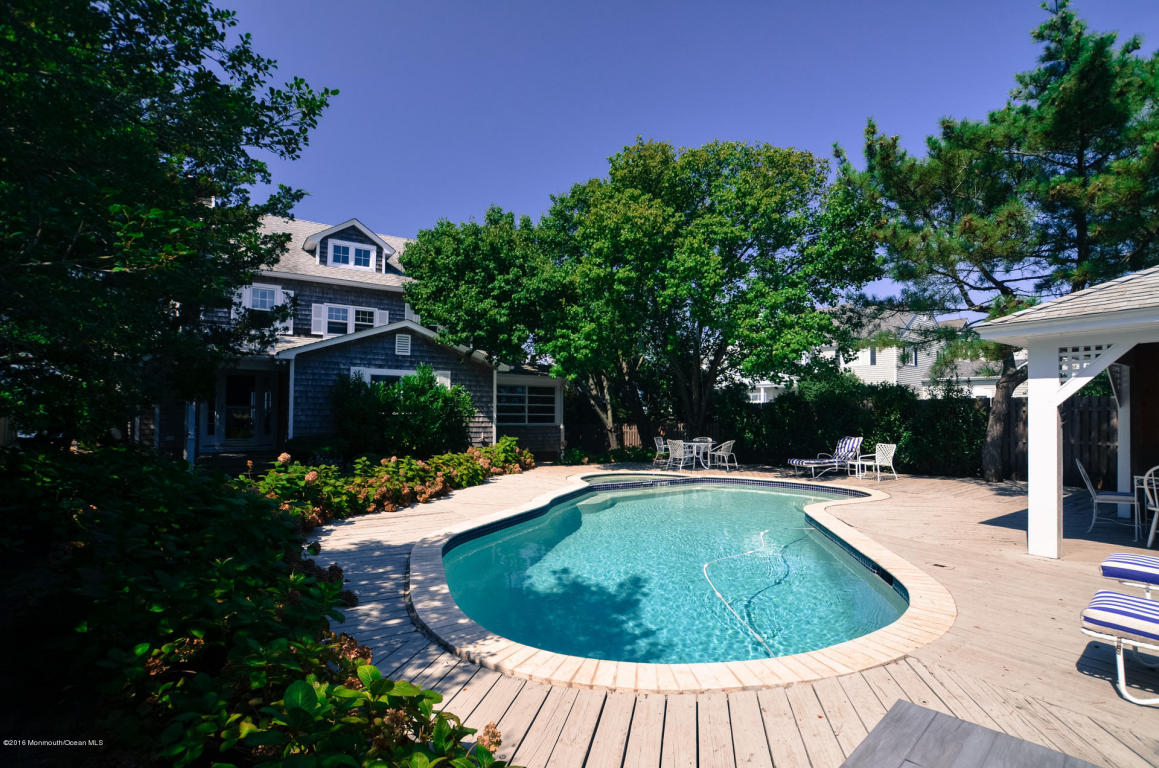962  Lagoon Lane,  Mantoloking, NJ