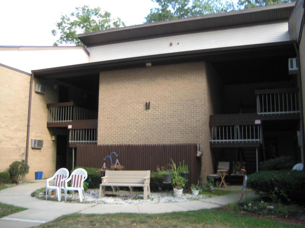 11  Pine Cluster Circle,  Manalapan, NJ