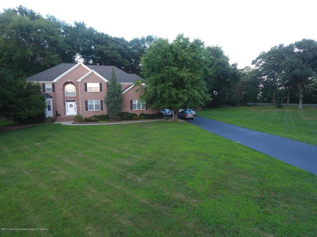 12  Tioga Drive,  Howell, NJ
