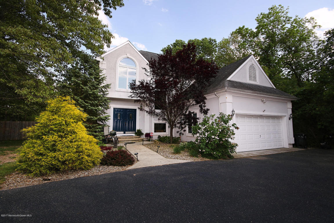79  Driftway Road,  Howell, NJ