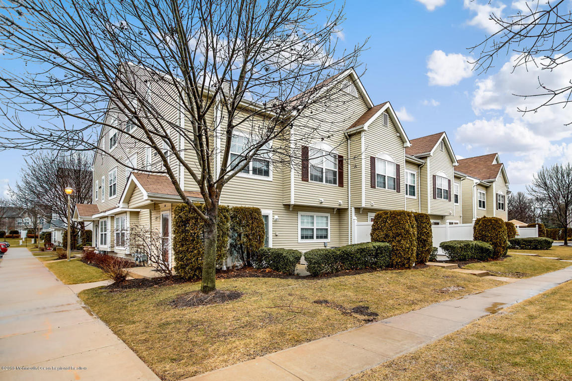 62  Winged Foot Court,  Howell, NJ