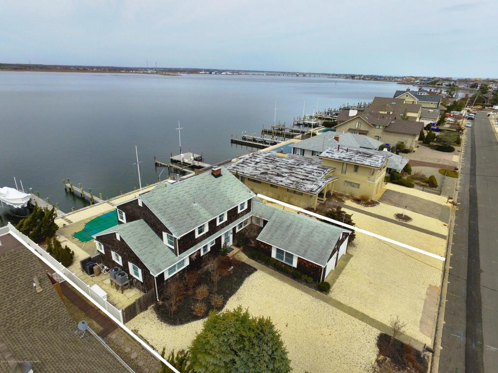 225  Curtis Point Drive,  Mantoloking, NJ
