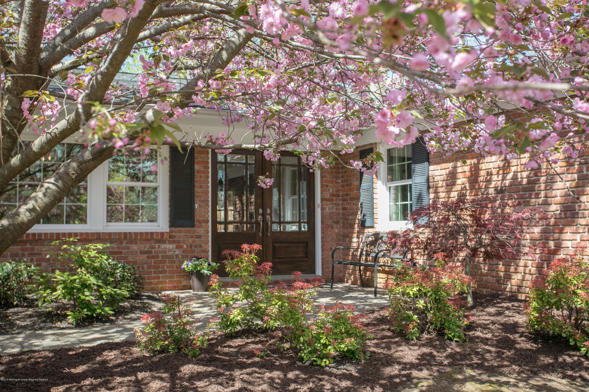 55  Wallace Road,  Middletown, NJ