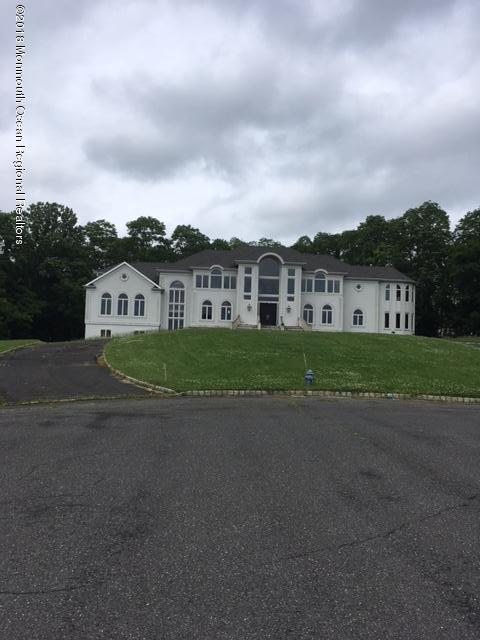 27  Four Columns Drive,  Morganville, NJ