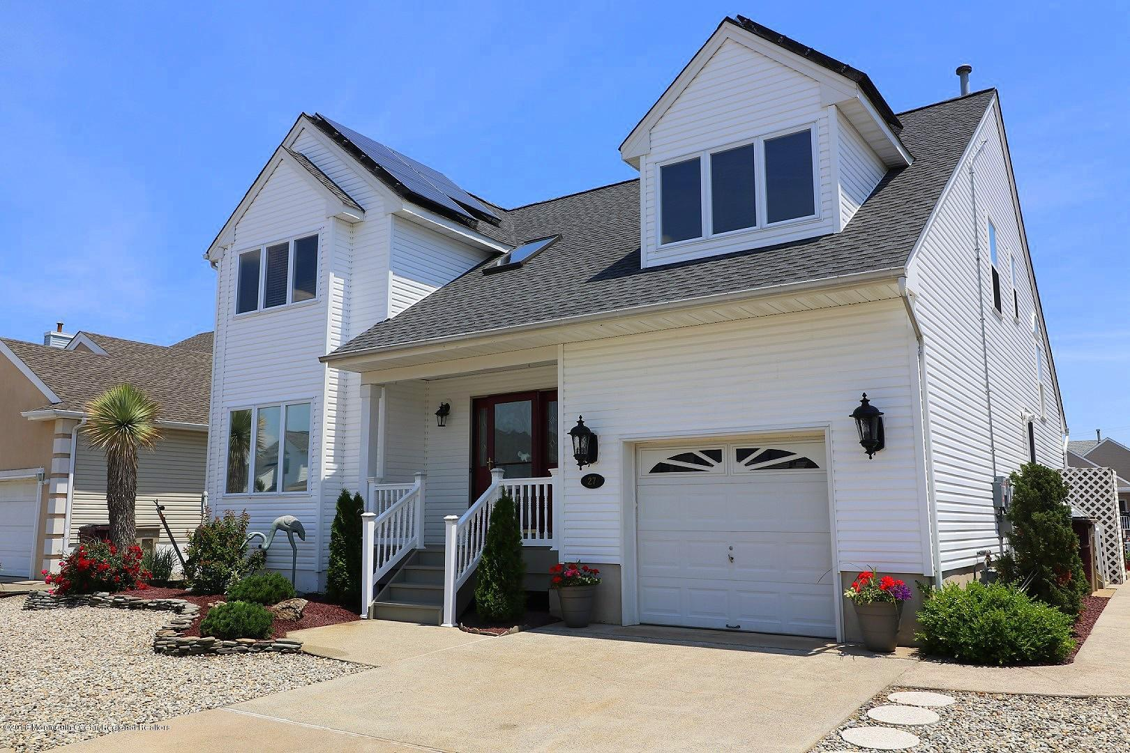 27  Toppinglift Drive,  Bayville, NJ