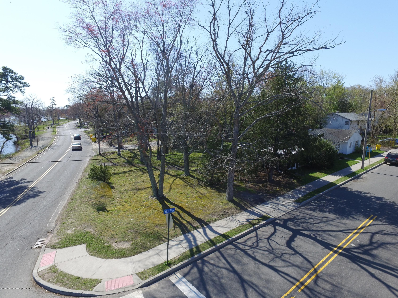 3  Lapsley Lane,  Lakewood, NJ