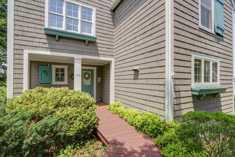 140  Cottage,  Moneta, VA