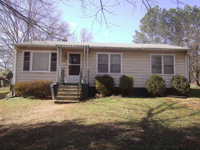 703  Stepney,  Farmville, VA