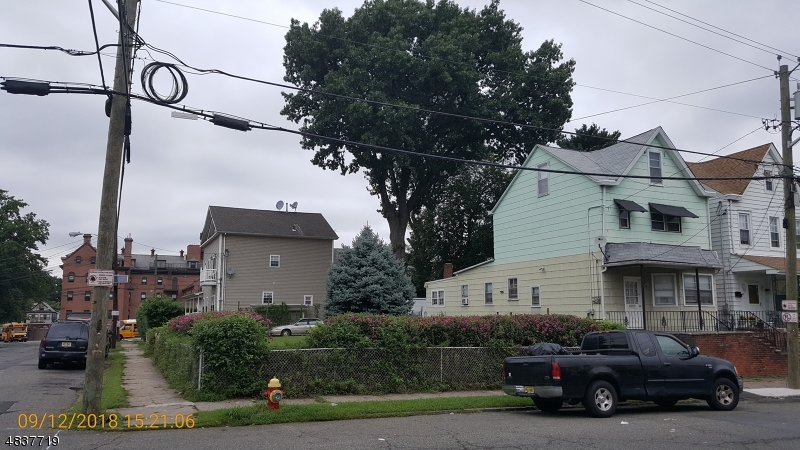 53  Genessee Ave,  Paterson City, NJ