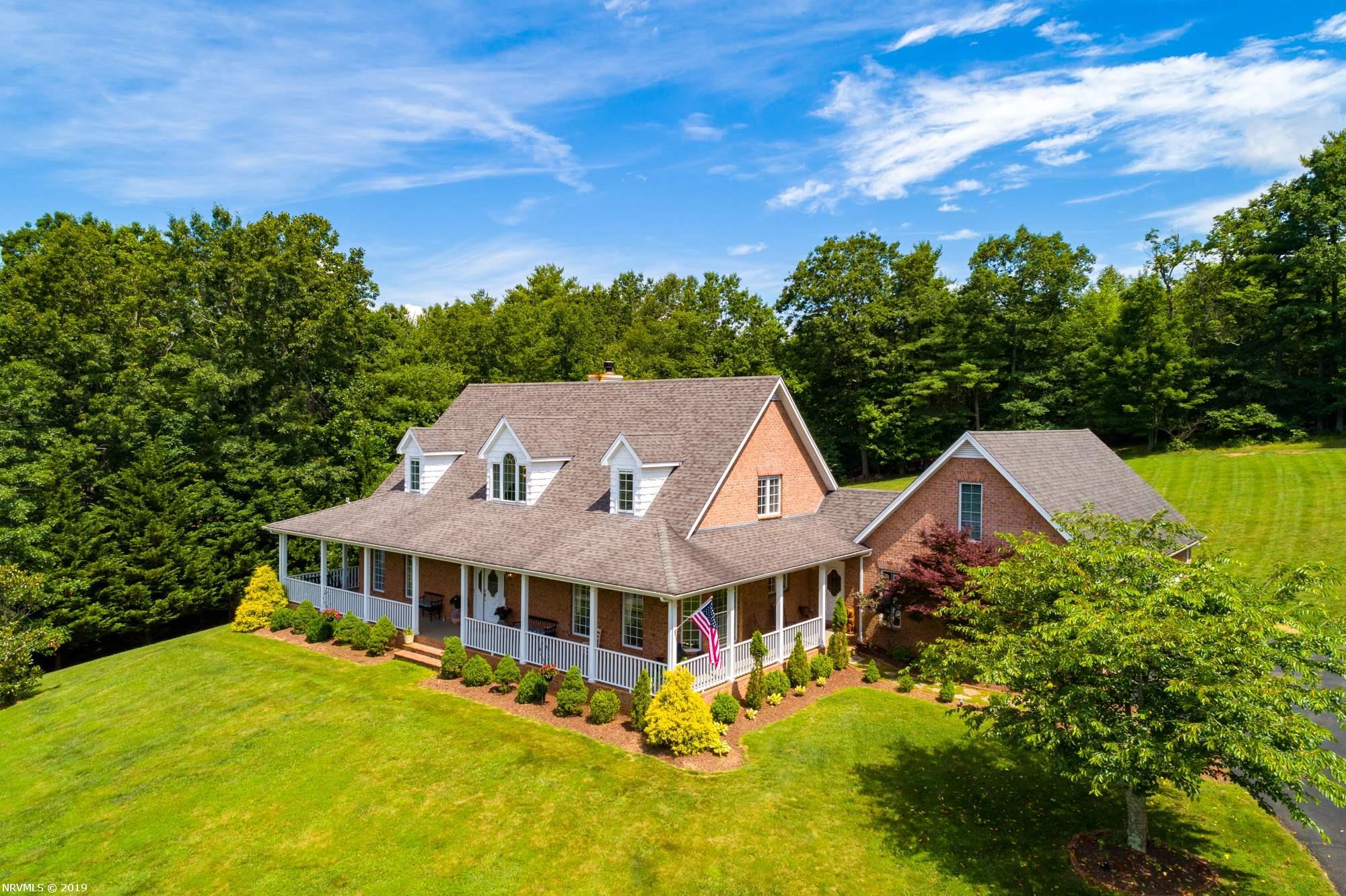 531  Oak Knoll,  Hillsville, VA