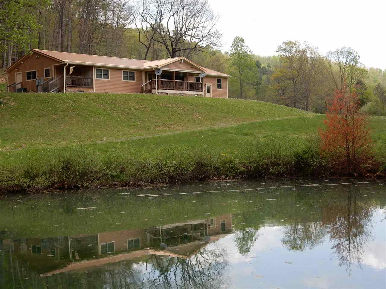 944 Robinson Ln, Hot Springs, VA, 24445