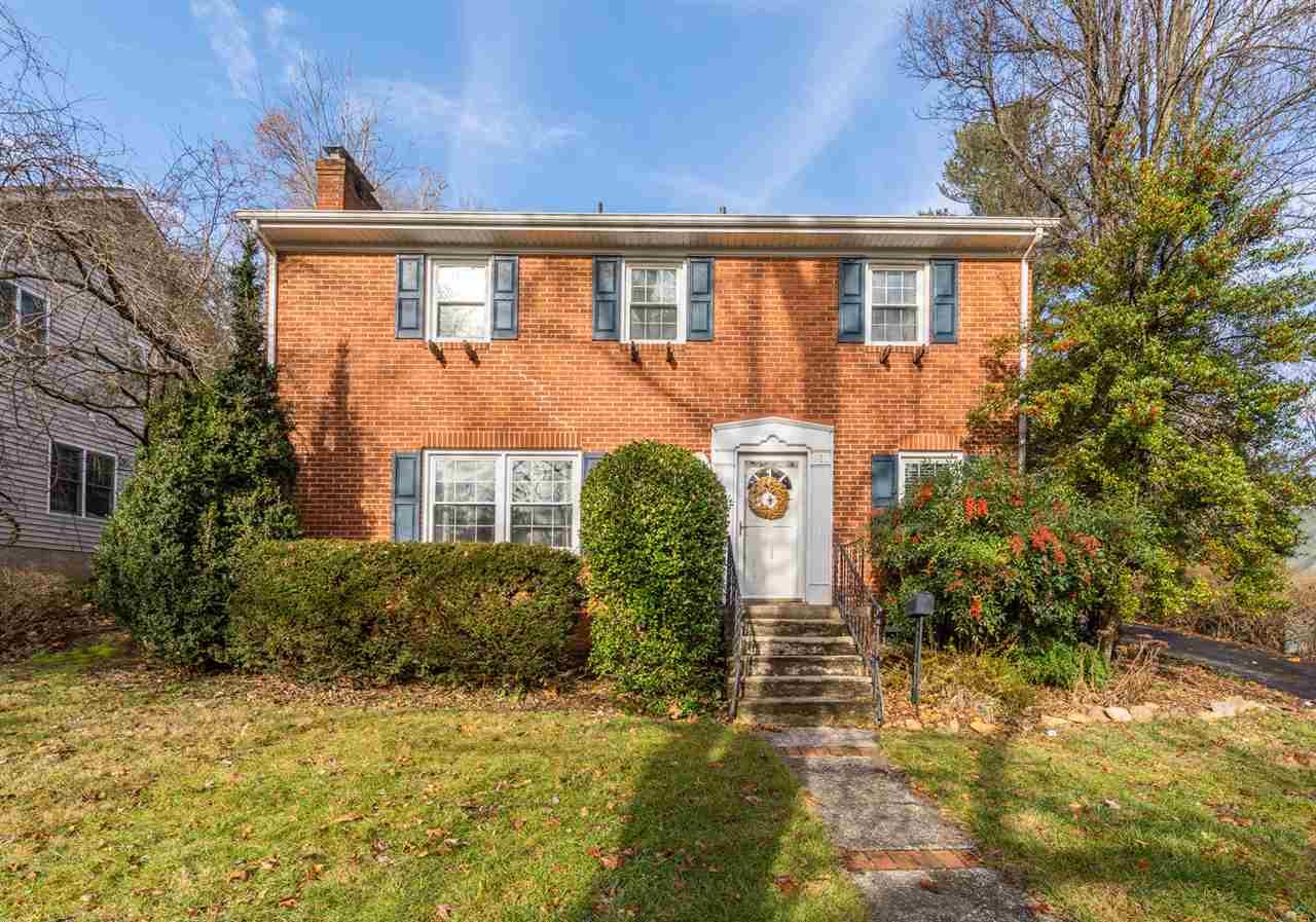 913  Woodrow Ave,  Waynesboro, VA