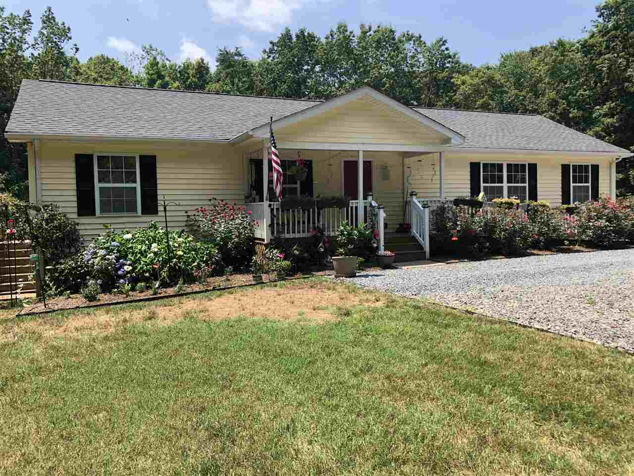 416  Hickory Creek Ln,  Louisa, VA