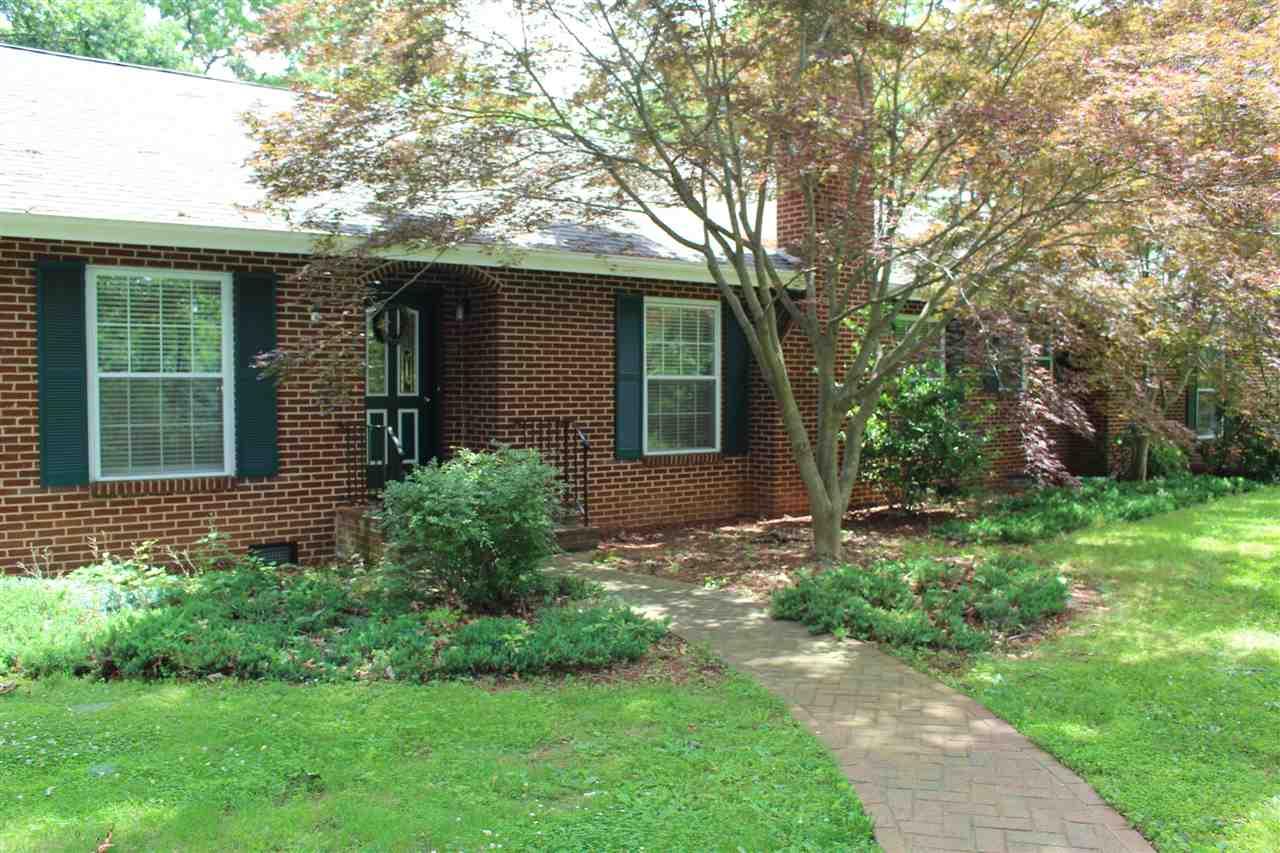 602  Lee Jackson Hwy,  Staunton, VA