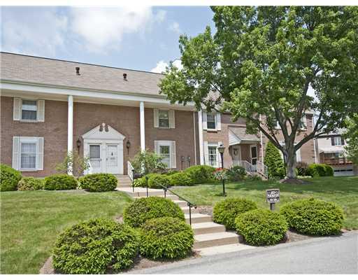 1817  Foxcroft Ln,  McCandless, PA